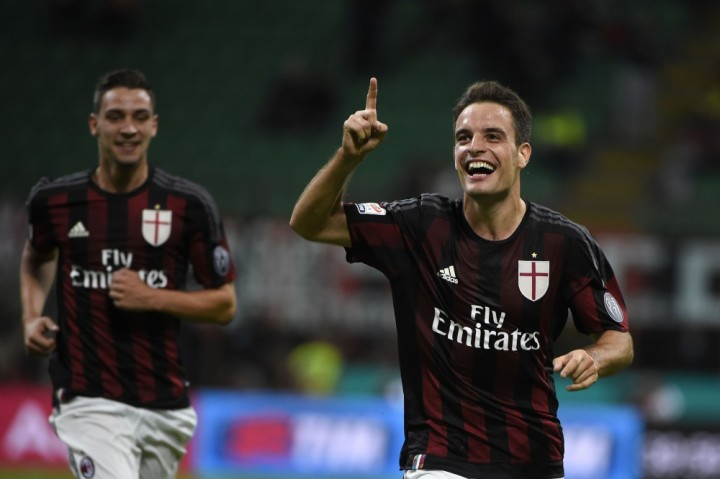 AC Milan's midfielder from Italy Giacomo Bonaventura celebrates after scoring during the Italian Serie A football match AC Milan vs Palermo on September 19, 2015 at the San Siro Stadium stadium in Milan. AFP PHOTO / OLIVIER MORIN